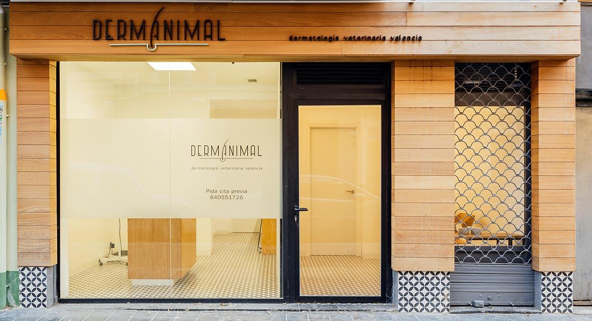 Clínica Dermanimal - Reforma integral y diseño interior de local comercial